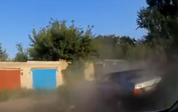 Скрываясь от погони водитель врезался в столб в Чернигове