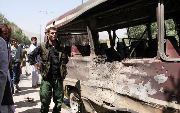 В Афганистане от заложенной у дороги бомбы погибли десятки людей