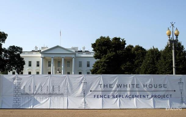 Трамп строит четырехметровую стену вокруг Белого дома
