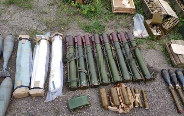 На Луганщині виявили великий арсенал зброї