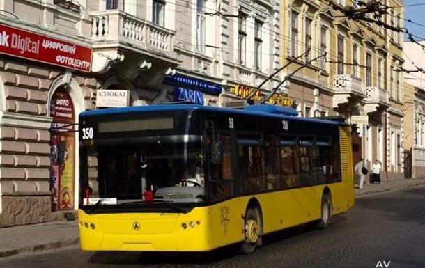 В Черновцах из-за масштабной аварии остановились троллейбусы