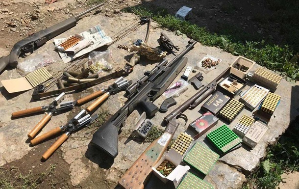 У жителя Закарпаття виявили арсенал зброї