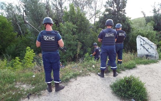 Саперы начали разминировать территорию возле моста в Станице Луганской