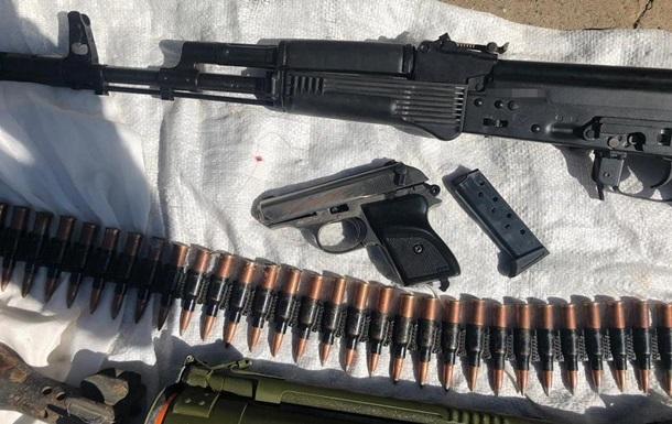 Арсенал оружия из зоны ООС обнаружили у жителя Днепропетровщины