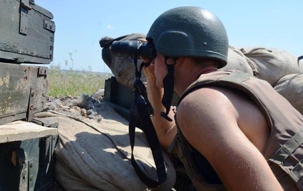 На Донбасі за день чотири обстріли, ранений боєць