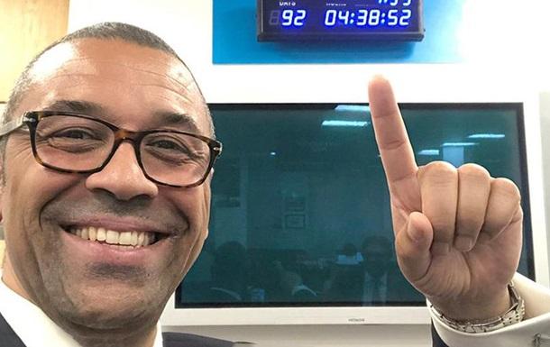 Джонсон повесил на стену часы для обратного отсчета Brexit
