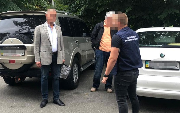 Хабар в $1,5 млн: копи затримали топ-чиновників