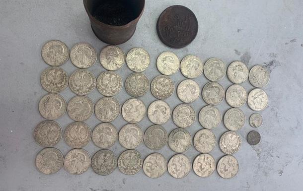В українця на кордоні відібрали колекцію старовинних монет