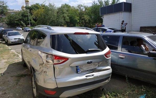 У Миколаєві Ford без водія протаранив трамвай і два авто