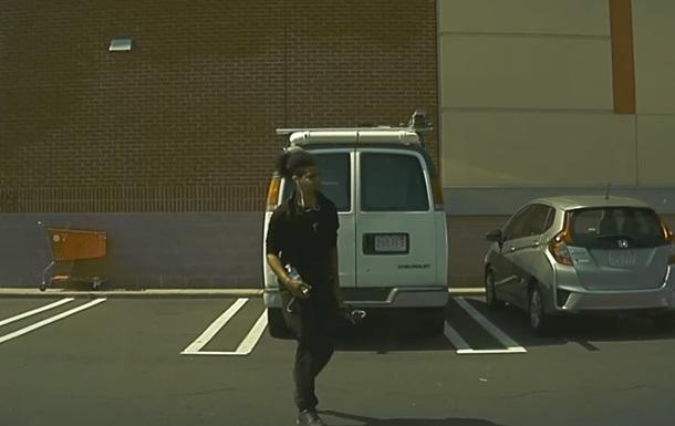 Чоловік подряпав Tesla ключем і потрапив на відео
