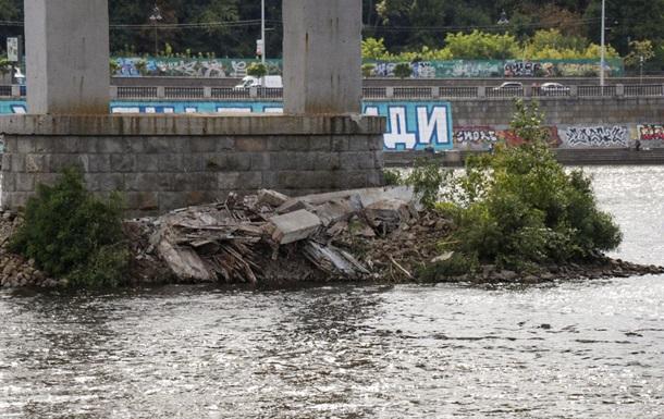 Власти Киева отреагировали на частичное обрушение пешеходного моста