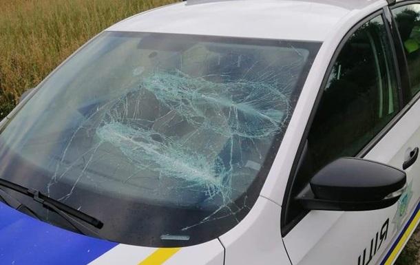 Под Киевом бывшие супруги напали на копов и разбили патрульное авто