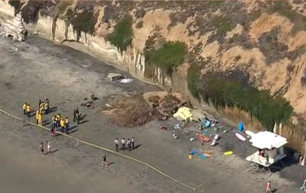 В США на пляж рухнула скала, есть жертвы