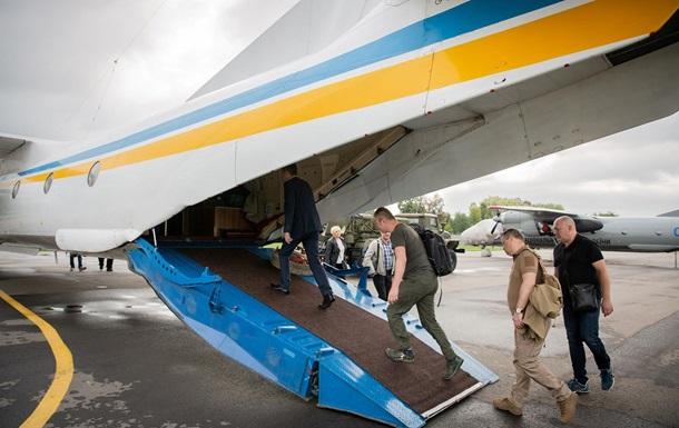 Членів ЦВК доставили літаком на округ №50 - МВС