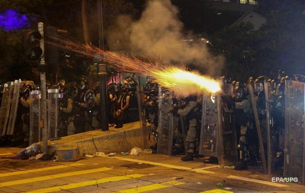 Протести в Гонконгу: перекрили тунель із Китаєм