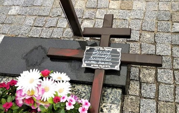 У Сумах поглумилися над могилами воїнів АТО