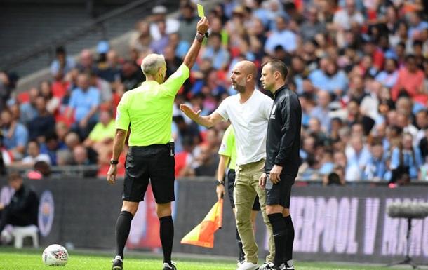 Гвардиола стал первым тренером в АПЛ, получившим желтую карточку