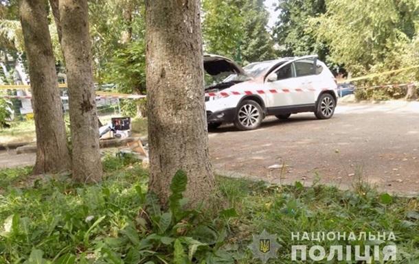 У Тернополі вибухнув пакет на капоті авто, є потерпілий