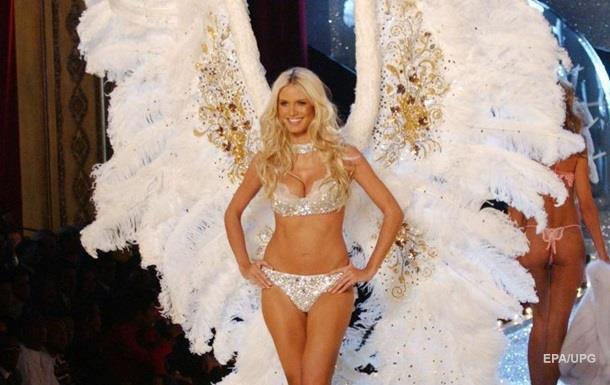 Экс-ангела Victoria s Secret заметили топлес на пляже