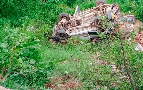 В Індії автобус з дітьми впав в ущелину: семеро загиблих