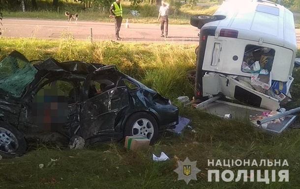 В Житомирской области в ДТП с микроавтобусом погибли два человека