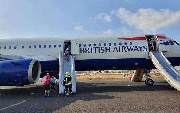 Самолет задымился при посадке в Испании