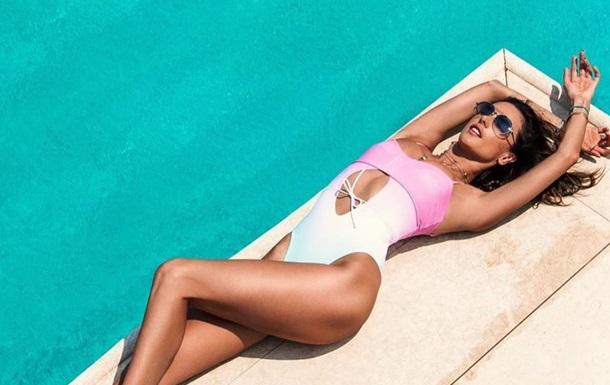 Алессандра Амбросио показала яркие фото с отдыха