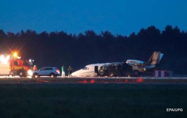 Самолет певицы Pink загорелся при посадке в Дании