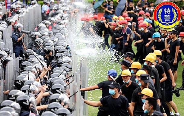 В Гонконге 12 тысяч копов тренировались разгонять акцию протеста