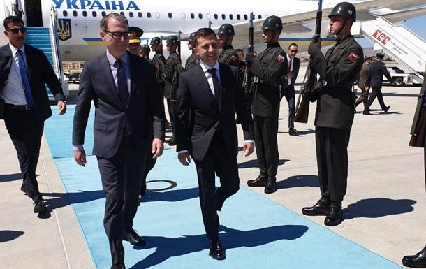 Зеленский прибыл с первым визитом в Турцию
