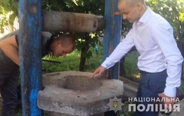 В Одеській області чоловік кинув тещу брата в колодязь