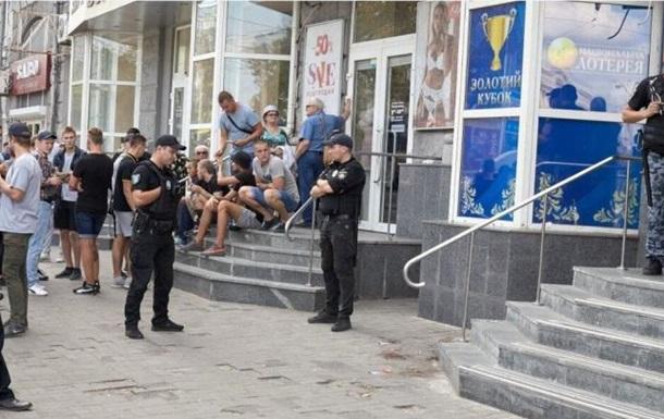У Дніпрі побили і постріляли активістів, які прийшли в підпільне казино