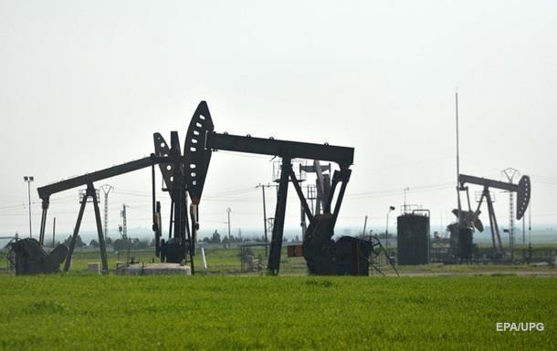 Цена на нефть обвалилась ниже $57 за баррель