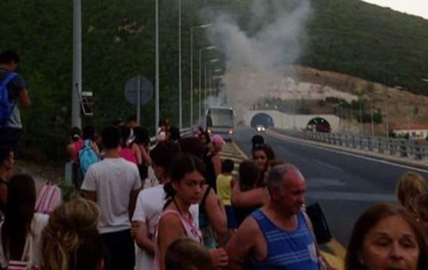 У Греції загорівся туристичний автобус