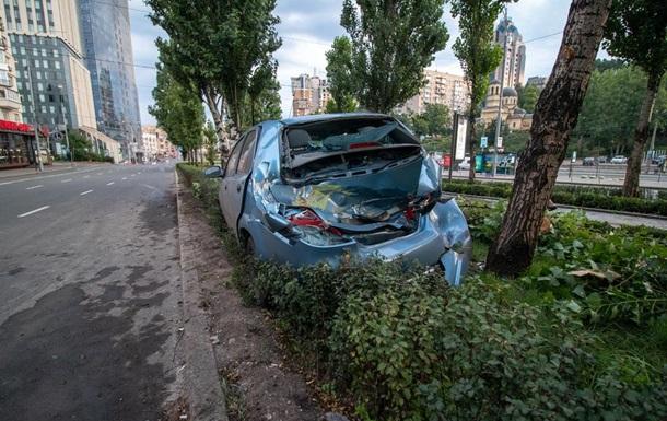 В Киеве таксист попал в ДТП из-за выбежавшего на дорогу пешехода
