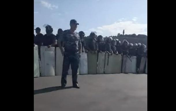 В Киргизии снова пытаются задержать экс-президента