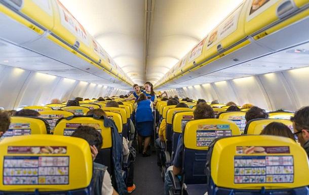 Пассажиру пожизненно запретили летать из-за того, что он ударил стюардессу