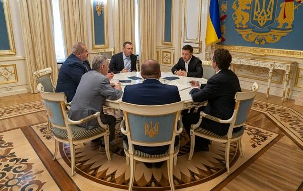 Зеленський зустрівся з представниками кримськотатарського народу