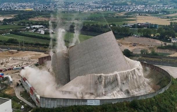 У Німеччині вибухом знесли вежу на АЕС