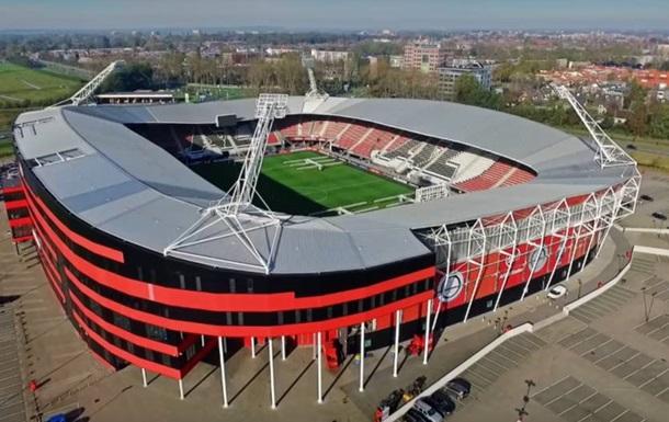 На домашнем стадионе АЗ перед матчем с Мариуполем на трибуны рухнула крыша