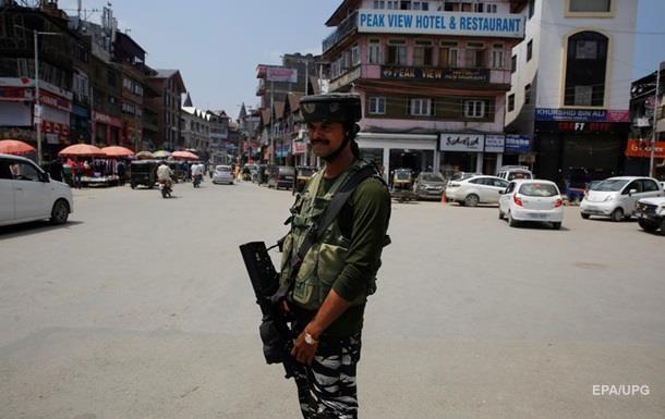 Пакистан призупинив торгівлю з Індією через Кашмір
