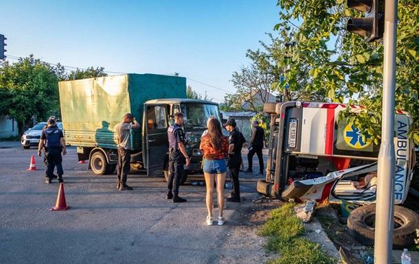 В Днепре столкнулись скорая и грузовик