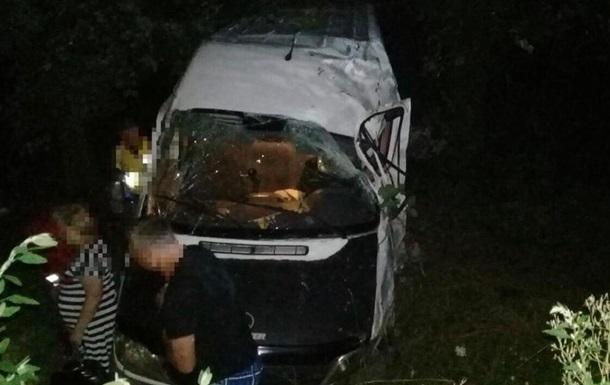Внаслідок ДТП у Вінницькій області постраждали вісім осіб
