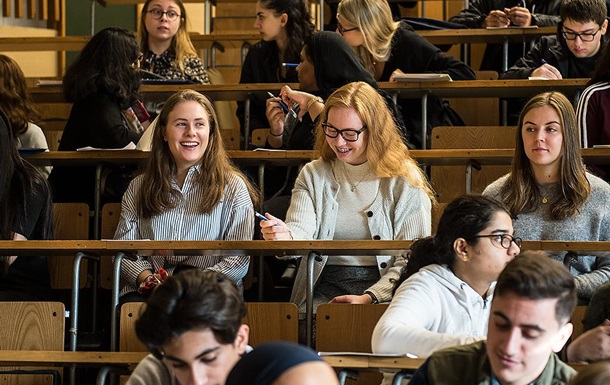 Тепер для українських студентів у Польщі правила для подачі на візу змінено