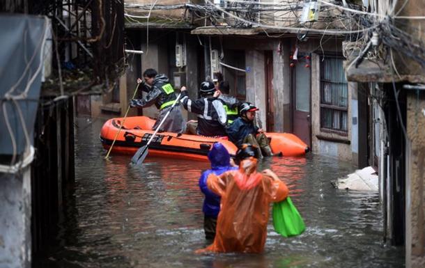 Непогода в Азии унесла жизни нескольких сотен людей