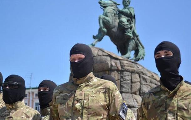 От нас не спрячетесь: бойцы «Азова» намерены найти и посадить Порошенко