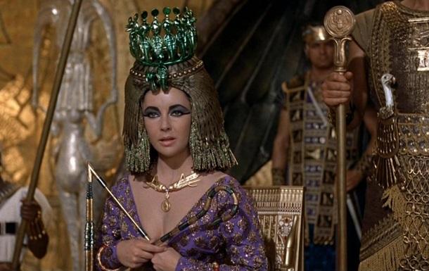 Ученые воссоздали духи, которыми пользовалась Клеопатра