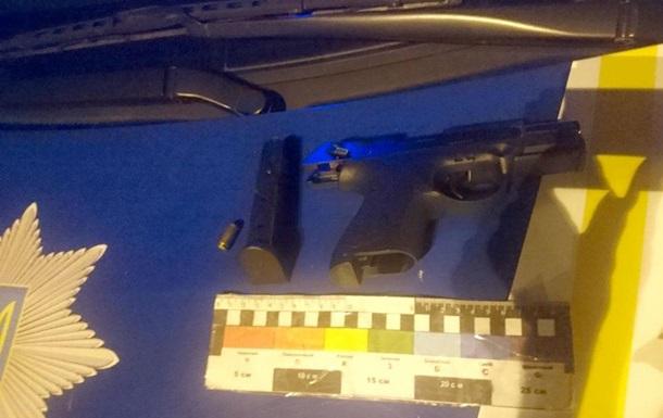 У Дніпрі п ятеро чоловіків обстріляли автомобіль