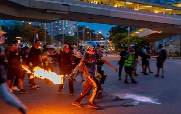 Пекин готовит армию. Кровавые протесты в Гонконге