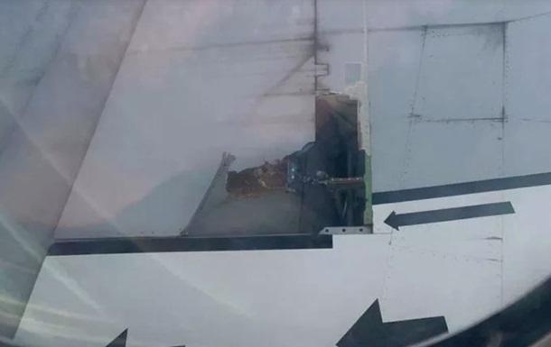 В Нью-Йорке самолет потерял деталь при взлетe